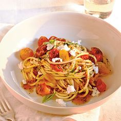 Quick-Roasted Cherry Tomato Sauce with Spaghetti by Cooking Light. Make a quick fresh tomato sauce for this meatless pasta dish by roasting cherry tomatoes and adding basil, parsley and goat cheese to the dish. Meatless Pasta Recipes, Best Pasta Recipes, Vegetarian Recipes, Cooking Recipes, Healthy Recipes, Sauce Recipes, Delicious Recipes, Cooking Tips, Diet Recipes
