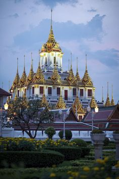The Loha Prasat Buddhist temple illuminated on the evening Buddhist Temple, Lonely Planet, Barcelona Cathedral, Places To Go, Fair Grounds, Mansions, Temple Thailand, Architecture, World