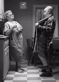 33 Ideas For Funny Couple Humor Hilarious Life Vieux Couples, Funny Jokes, Hilarious, Growing Old Together, Funny Couples, Cute Old Couples, Adult Humor, Make Me Smile, Vintage Photos