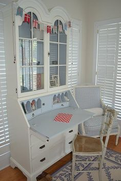 Love this. I have the bottom desk. If I could put my hands on the top part, I think I would paint them white.