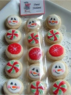 Christmas Cookies - neighbor gifts by smil Snowman Cookies, Mini Cookies, Christmas Sugar Cookies, Iced Cookies, Christmas Sweets, Cute Cookies, Christmas Cooking, Noel Christmas, Christmas Goodies
