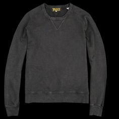 This classic 1950s style sweatshirt is made from a soft melange fleece fabric and features a vintage reproduction of the Levi's Sportswear tag. -100% cotton. -Ribbed crew neck opening. -Raglan sleeves. -Ribbed cuffs and waistband. -Slim fit.