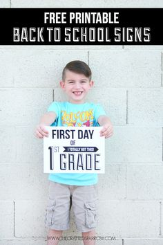 Free Printable Back-to-School Signs- because the boy starts first grade tomorrow! First Day Of School Pictures, 1st Day Of School, Beginning Of The School Year, School Photos, Pre School, School Days, School Stuff, Teacher Signs, School Signs