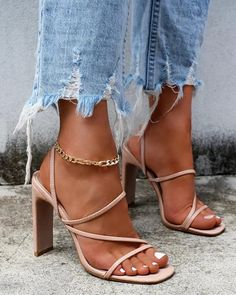 Glamouröse Outfits, Heels Outfits, Shoes Heels Boots, Heeled Boots, Heeled Sandals, Sandal Heels, Fall Outfits, Nude Shoes, Flat Shoes