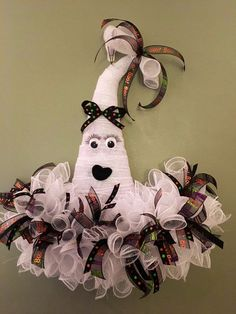 Halloween Diy, Wreaths, Christmas Ornaments, Holiday Decor, Fun, Crafts, Manualidades, Door Wreaths, Christmas Jewelry