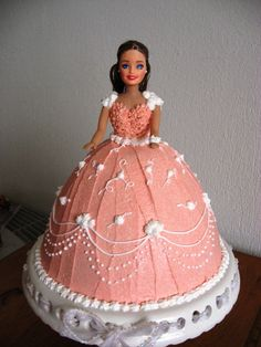 I remember when my grandparents got me a Barbie Doll cake, and I was so pumped, but then I was bummed that she doesn't have any legs under that skirt. So you can't really play with the doll. Nice memory, though. Barbie Torte, Barbie Cake, Barbie Doll, Barbie Dress, Pink Dress, Pretty Cakes, Cute Cakes, Candy Bar Comunion, Barbie Birthday Cake