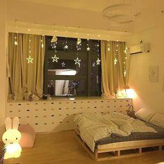 33 creative ways fairy lights bedroom ideas teen room decor 21 Bed Aesthetic, Aesthetic Room Decor, Room Ideas Bedroom, Bedroom Decor, Teen Room Designs, String Lights In The Bedroom, Minimalist Room, H & M Home, Red Rooms