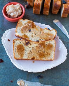 Cinnamon Raisin English Muffin Bread with Cinnamon Sugar Butter - No-knead, foolproof recipe so you don't have to buy English muffins anymor...