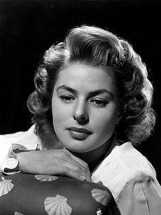 Ingrid Bergman, her natural Nordic good looks required very little makeup, her naturalistic acting skills won her three Oscars. Hollywood Glamour, Old Hollywood, Viejo Hollywood, Hollywood Actor, Golden Age Of Hollywood, Hollywood Actresses, Classic Hollywood, Actors & Actresses, Blonde Actresses
