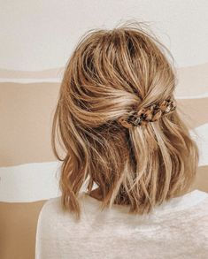 cutest half up hairdo! cutest half up hairdo! Know your hair type More than anything, taking care of Up Hairdos, Prom Hairstyles For Long Hair, Messy Hairstyles, Pretty Hairstyles, Formal Hairstyles, Hairstyle Ideas, Everyday Hairstyles, Wedding Hairstyles, Fringe Hairstyle