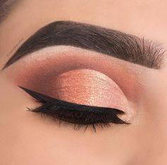Beautiful rose gold eyeshadow makeup look