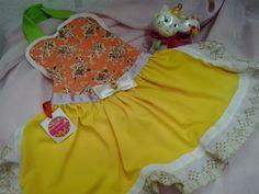 vestido pet , confeccionado em belissimo tecido, com rendas douradas ,laço de cetim e flor com strass, tamanho G