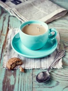 Cappuccino in the ubiquitous turquoise cup and saucer I Drink Coffee, Coffee Art, Coffee Break, Morning Coffee, Drinking Coffee, Goog Morning, Coffee Music, Early Morning, But First Coffee