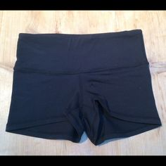 Lululemon Boogie Short tight short black shorts made out of Full-On Luon - perfect for yoga (only worn once!!) lululemon athletica Shorts