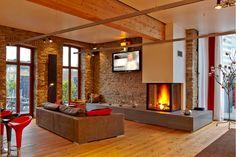 An diesen kalten Tagen möchte man einfach nur vor dem Kamin entspannen! #livingroom #wohnzimmer #kamin #sofa #couch #entsannen #chil