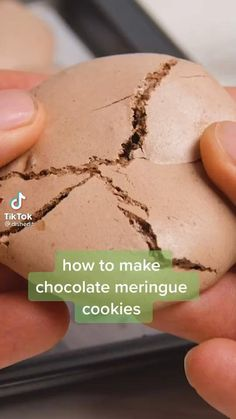 Fun Baking Recipes, Sweet Recipes, Cookie Recipes, Dessert Recipes, Easy Cake Recipes, Chocolate Meringue Cookies, Macaroon Recipes, Just Desserts, Merangue Recipe