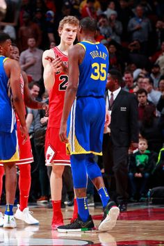 Lauri Markkanen of the Chicago Bulls shakes hands with Kevin Durant of the Golden State Warriors after the game on January 17 2018 at the United...