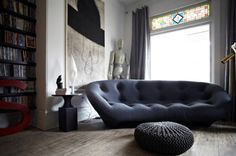 Who doesn't love a nap? Winter is coming and curling up on the sofa is almost mandatory in the afternoons. There's nothing better than a cozy sofa surrounded by a great modern room. Here are ten th. Eclectic Living Room, Living Room Modern, Home And Living, Living Rooms, Eclectic Decor, Living Area, Sofa Design, Cool Furniture, Furniture Design