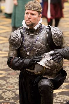 Ugo Serrano made this armor.worn by a very fine king. Medieval World, Medieval Armor, Medieval Fantasy, Steampunk Armor, Good Knight, Grandeur Nature, Foam Armor, Gn, Pauldron