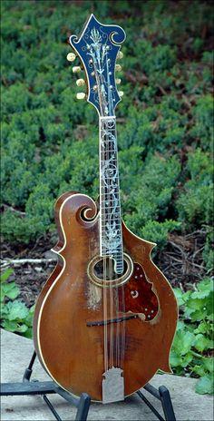 "lostprovinces: "" bluermountains: "" David Grisman's 1907 F-4 3-point "" Art. I am soooooo very much in love with this mandolin!!! """