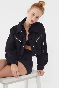 Shop Urban Outfitters to find your perfect jacket and coat. From cozy teddy and fleece styles to lightweight bombers and jean jackets, we have you covered. Classy Outfits, Pretty Outfits, Cool Outfits, Fashion Outfits, Queer Fashion, Festival Looks, Coats For Women, Jackets For Women, Clothes For Women