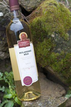 Bílé víno - Rulandské bílé Výběr z hroznů - Vinum Moravicum a.s. Drinks, Bottle, Drinking, Beverages, Flask, Drink, Jars, Beverage