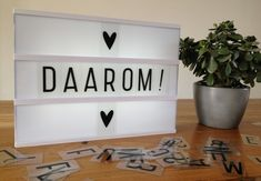 Lightbox inspiratie – de mama variant – Licht Box, Light Board, Boxing Quotes, Light Letters, Hygge, Hand Lettering, Black And White, Lightbox Quotes, Dutch Quotes