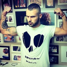 this pic is to give me a visual on how to make a skull Tshirt ☺
