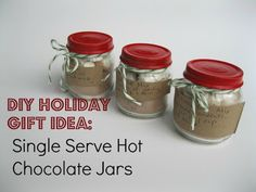 recycle baby food jars into cute little gifts to fill with a single serving of homemade hot chocolate mix. Hot Chocolate In A Jar, Hot Chocolate Gifts, Christmas Hot Chocolate, Homemade Hot Chocolate, Chocolate Chocolate, Chocolate Basket, Baby Jars, Baby Food Jars, Christmas Jars