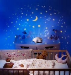 Met deze Pabobo rustgevende sterrenhemel projector lampje, kun je kiezen uit 3 verschillende kleuren projecties: oranje, blauw of groen. Het zachte wiegeliedje doet je kindje zachtjes in slaap laten vallen.