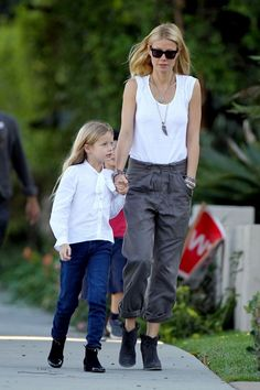 Gwyneth Paltrow Photo - Gwyneth Paltrow and Chris Martin Out with Their Kids