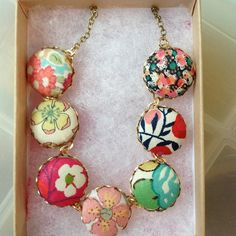 Fabric necklace - bet this would be pretty easy to do...hmmm....lookin' into this one!