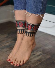 Ankle Cuff Tattoo, Leg Band Tattoos, Body Art Tattoos, Sleeve Tattoos, Cool Tattoos, Arm Wrap Tattoo, Tatoos, Traditional Tattoo Cuff, Neotraditional Tattoo