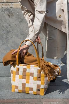 Organisieren mit Stil - Neuheiten von Handed By - Petra König Leather Handle, Pu Leather, Vanity Bag, Summer Shades, Honey Colour, Shopping Day, Simple Bags, Bag Making, Recycling