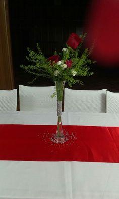 Red decor, classic, roses