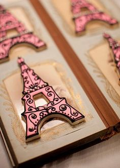 Beautiful fancy Eiffel Tower cookies for a Paris themed girl's party :) Fancy Cookies, Iced Cookies, Cute Cookies, Cupcake Cookies, Royal Icing Cookies, Sugar Cookies, Party Cupcakes, Sweet Cookies, Paris Birthday Parties