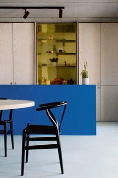 BINNENKIJKEN. Spelen met kleur in Antwerpen - De Standaard: http://www.standaard.be/cnt/dmf20160506_02275935?pid=5533358
