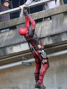 With another spoiler warning, check out the final batch of Deadpool Georgia Viaduct set pics/vids as filming on the location comes to a close with Reynolds, Ed Skrein and Brianna Hildebrand back on set! Deadpool Movie 2016, Lady Deadpool, Deadpool Pics, Female Deadpool, Marvel Comic Character, Marvel Movies, Ryan Reynolds Deadpool, Teenage Warhead, Deadpool Costume