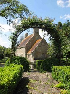 Traditional English Country Manor/or more like the size of country cottage English Country Cottages, English Manor, English House, English Countryside, English Village, Country Houses, English Style, Garden Cottage, Cozy Cottage