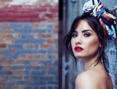 Fashion, wallpapers, quotes, celebrities and so much Demi Lovato, Square Face Makeup, Demi Moore, Square Faces, Dress Out, Dream Hair, Woman Crush, Makeup Inspo, Queen