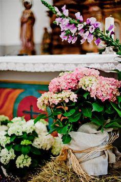 Decoración floral muy acertada el sofa amarillo decoracion iglesia boda rustica (2)