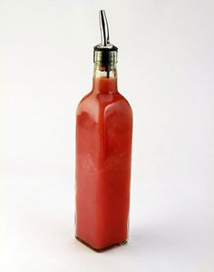 Home made Sriracha style hot sauce. Note: This sauce should be prepared in a well-ventilated area and is best prepared at least 1 to 2 days before using. Sauce Sriracha, Cooking Stores, Cooking Stuff, Cooking Time, Hot Sauce Recipes, Thai Recipes, Mexican Recipes, Cake Recipes, Vegan Recipes