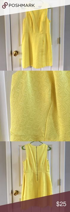 Limited yellow wear to work dress Limited yellow wear to work dress with fun print and exposed zipper up the back. Perfect for work or occasion when you want to dress conservatively. Hits around the knee, comes in at the waist and has great details. Good used condition The Limited Dresses