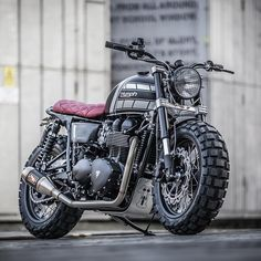 For extroverts only: this new Triumph T100 from @downandoutcaferacers has a truckload of attitude.  The stance is belligerent, helped by the chunky Continental Twinduro TKC80 rubber—one of the few dual sport tires that perform well on pavement.  There's no way that sort of rubber would normally fit between the forks of a standard T100. But builders Shaun and Carl have neatly solved that problem, by installing Honda CBR1000RR (Fireblade) forks and a set of custom triple trees.  Hit the link…
