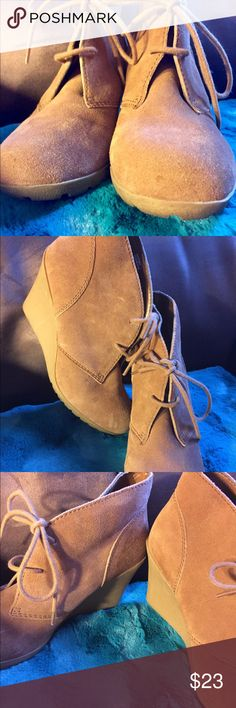 White Mountain Chestnut Brown Desert Boots Chestnut brown Desert Boots size 7 White Mountain Shoes Ankle Boots & Booties
