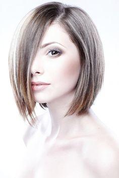 Un buen corte de cabello puede quitarnos muchísimos años de encima. Además nos ayuda a ocultar las imperfecciones en la cara y a resaltar nuestros mejores atributos. Sin importar la edad, luciremos más frescas y llenas de vida. Si quieres lucir mejor y sentirte espectacular aquí te presentamos una lista de di