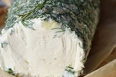 Сливочный домашний сыр Что может быть вкуснее приготовленной с любовью домашней еды! Сыр можно подать в качестве закуски, добавить в салат или намазать утром на тост. Ингредиенты: Сметана 500 мл Кефир 500 мл Укроп 1 пуч. Соль 1 ч. л Приготовление: Сложите марлю в 6 раз. Застелите марлей дуршлаг. Смешайте кефир, сметану, добавьте соль и […]