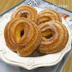 Esta receta es típica de Córdoba, unos roscos de viento sencillos, con masa choux para que resulten huecos por el centro, ligeros y dorados al horno.