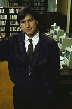Pictures of Steve Jobs from 1955 to 1985 All About Steve, Ipod, Steve Jobs Apple, Steve Wozniak, Tech Sites, Build Your Own Computer, Computer Shop, American Entrepreneurs, Caricatures