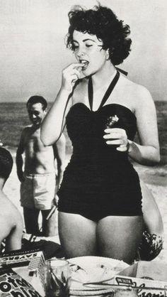 Elizabeth Taylor.  Uploaded By www.1stand2ndtimearound.etsy.com